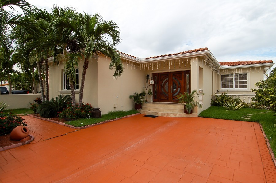 Real Estate Photography - 1121 Stillwater, Miami Beach, FL, 33141 - Front View