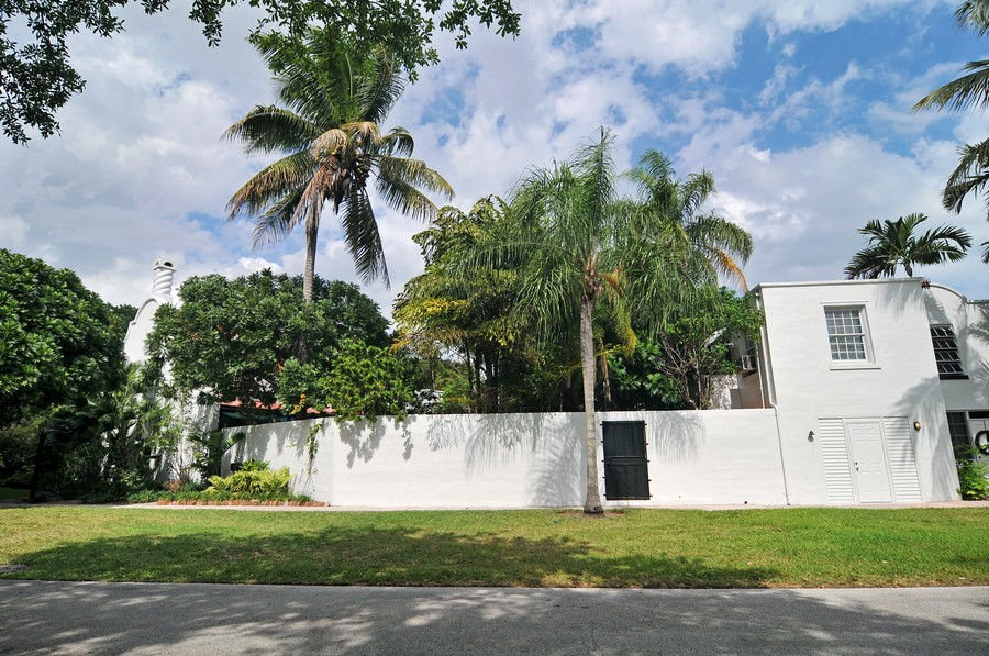 Real Estate Photography - 6705 San Vicente Street, Coral Gables, FL, 33146 - Side Yard
