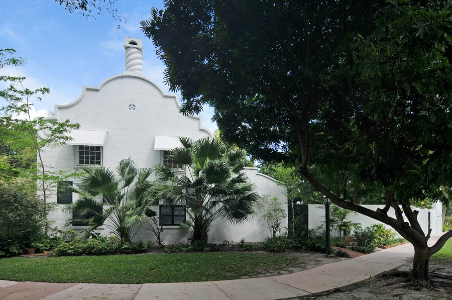 Real Estate Photography - 6705 San Vicente Street, Coral Gables, FL, 33146 - Front View