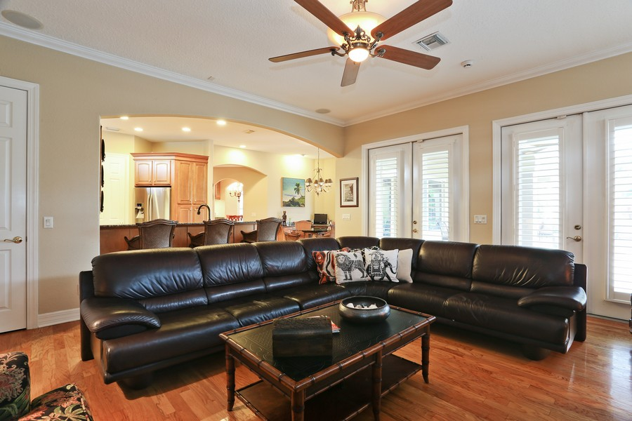 Real Estate Photography - 21 Spanish Main St, Tampa, FL, 33609 - Living  Room