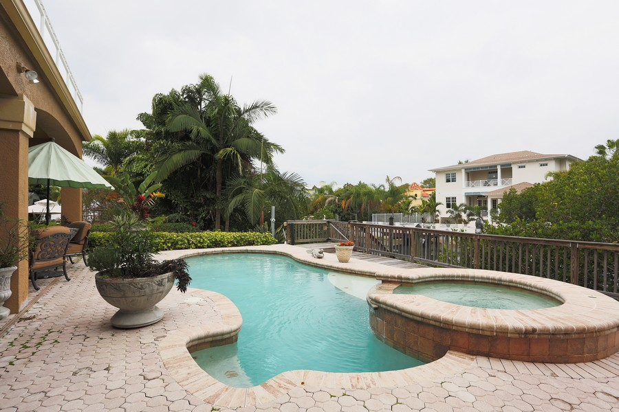 Real Estate Photography - 21 Spanish Main St, Tampa, FL, 33609 - Pool/Spa
