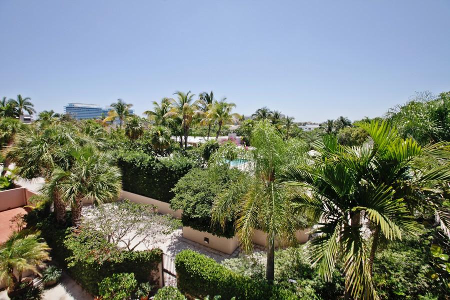 Real Estate Photography - 151 Crandon, Apt 345, Key Biscayne, FL, 33149 - Outdoor Pool