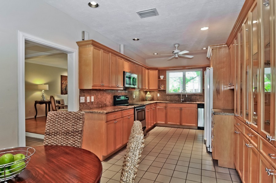 Real Estate Photography - 521 San Juan, Coral Gables, FL, 33143 - Kitchen / Breakfast Room