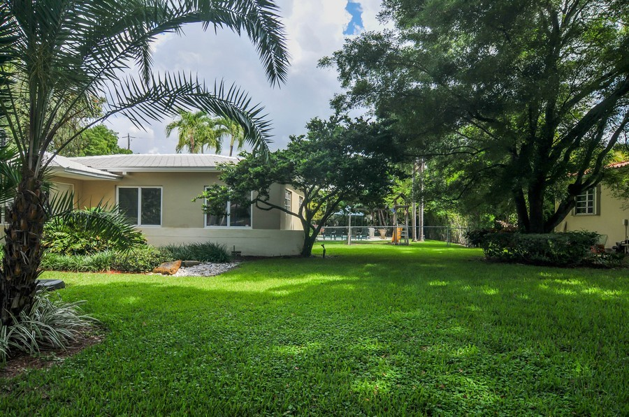 Real Estate Photography - 521 San Juan, Coral Gables, FL, 33143 - Side Yard
