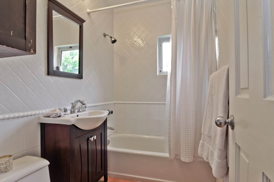 Real Estate Photography - 521 San Juan, Coral Gables, FL, 33143 - 2nd Bathroom