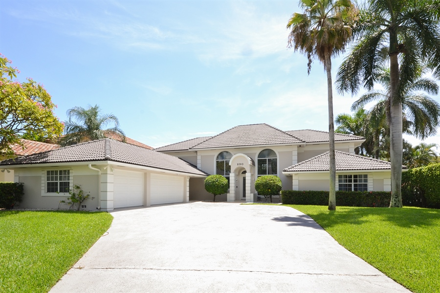 Real Estate Photography - 290 SE 28th Ave, Pompano Beach, FL, 33062 - Front View