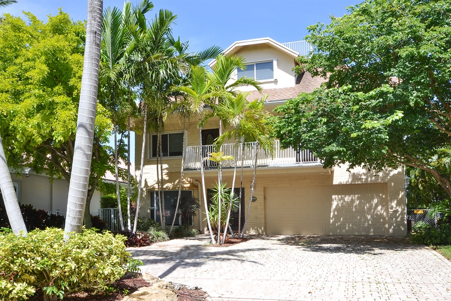 Real Estate Photography - 211 S Riverside Dr, Pompano Beach, FL, 33062 - Front View