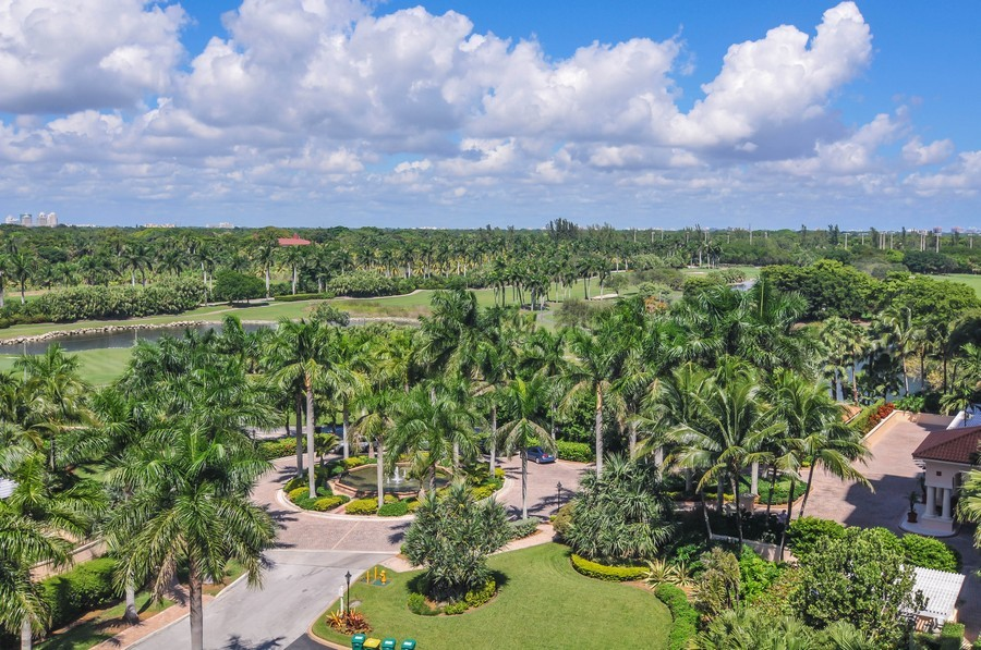 Real Estate Photography - 13627 Dearing Bay Dr, Unit 701, Coral Gables, FL, 33158 - Golf Course View