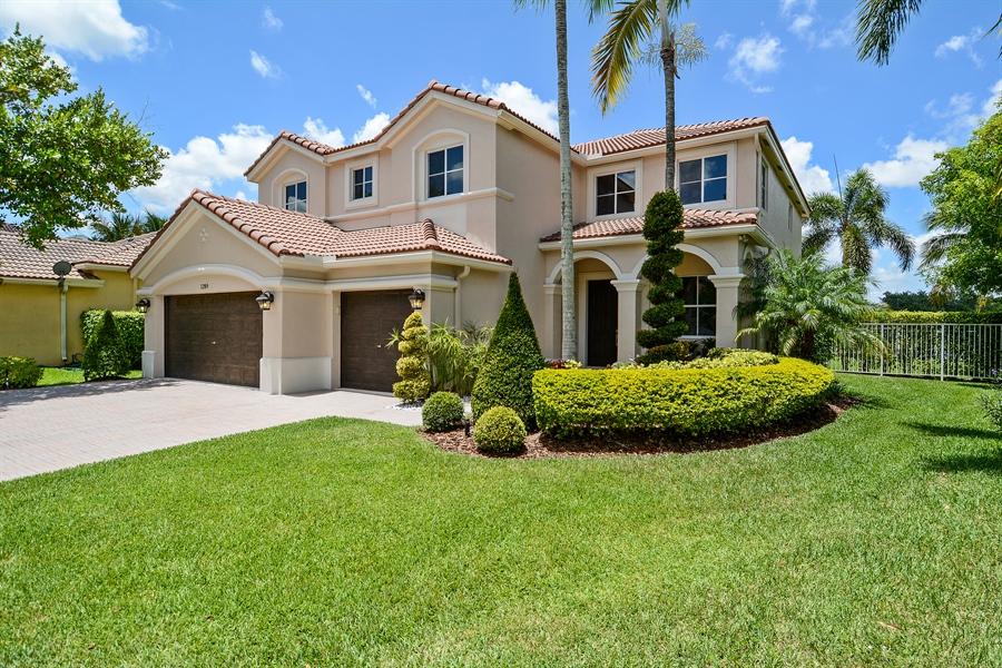 Real Estate Photography - 1289 Leeward Way, Weston, FL, 33327 - Front View