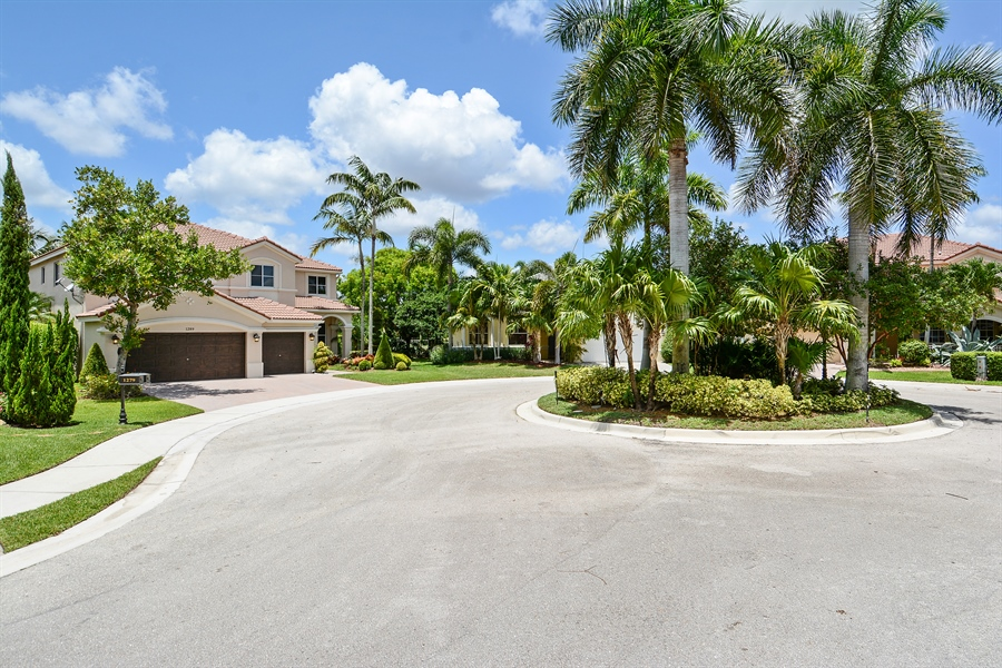 Real Estate Photography - 1289 Leeward Way, Weston, FL, 33327 - Front View
