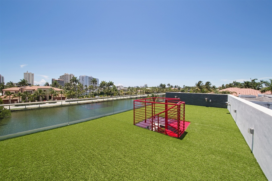 Real Estate Photography - 300 Royal Plaza Dr, Fort Lauderdale, FL, 33301 - Roof