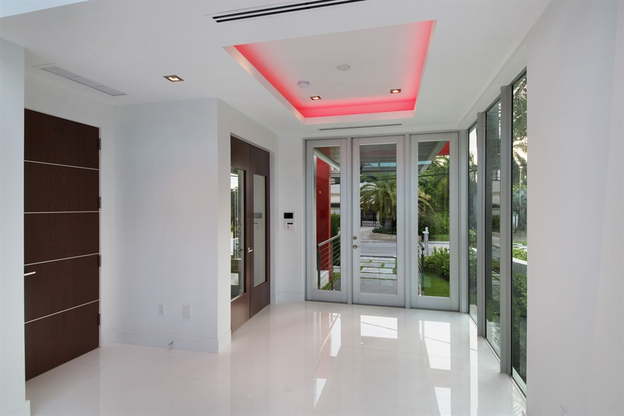 Real Estate Photography - 300 Royal Plaza Dr, Fort Lauderdale, FL, 33301 - Foyer