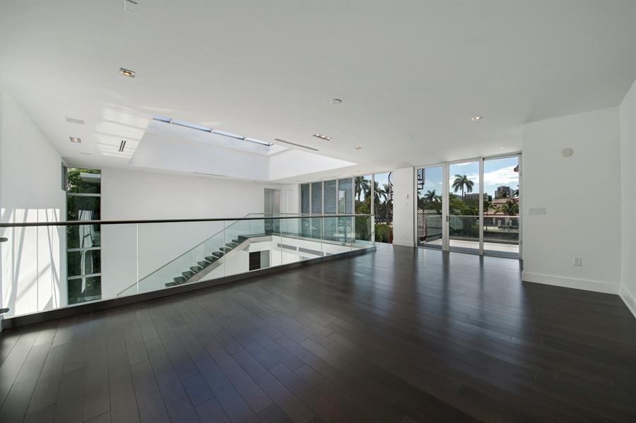 Real Estate Photography - 300 Royal Plaza Dr, Fort Lauderdale, FL, 33301 - Loft