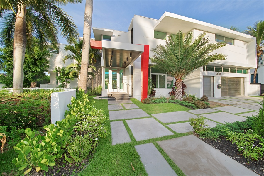 Real Estate Photography - 300 Royal Plaza Dr, Fort Lauderdale, FL, 33301 - Front View