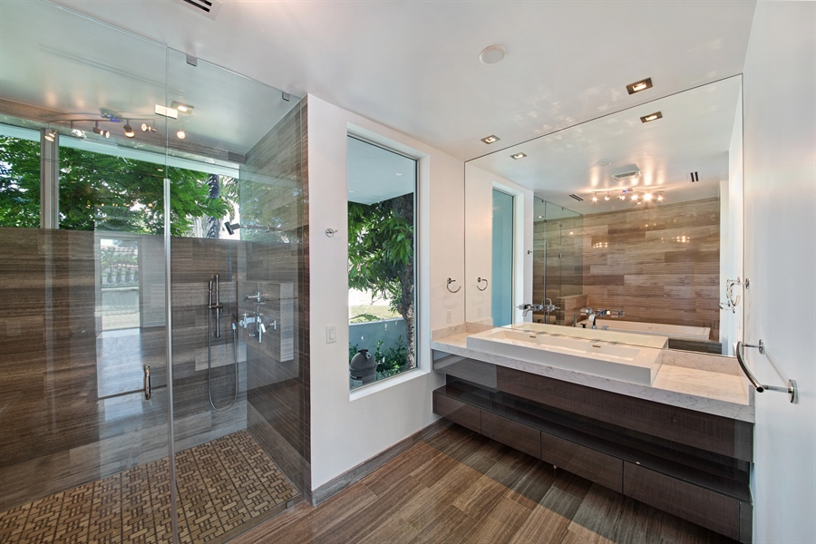 Real Estate Photography - 300 Royal Plaza Dr, Fort Lauderdale, FL, 33301 - 2nd Bathroom