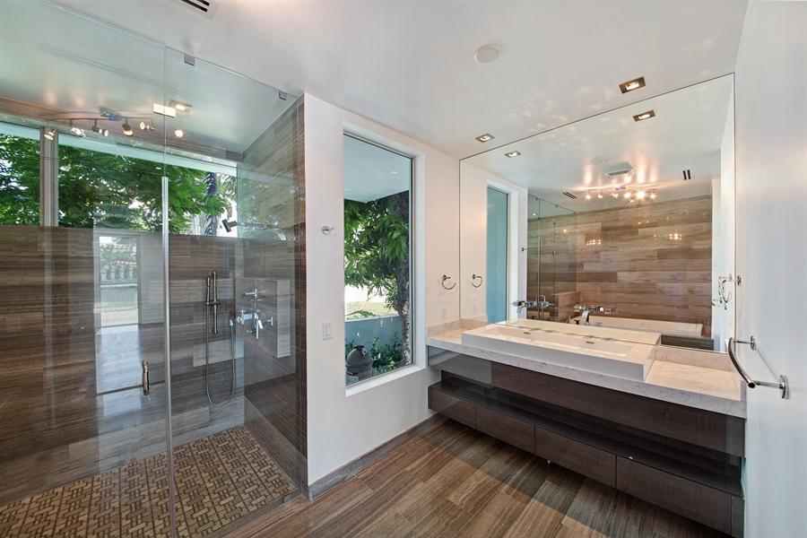 Real Estate Photography - 300 Royal Plaza Dr, Fort Lauderdale, FL, 33301 - 2nd Bathroom