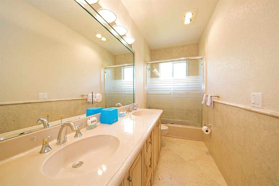 Real Estate Photography - 324 Holiday Dr, Hallandale, FL, 33009 - 2nd Bathroom