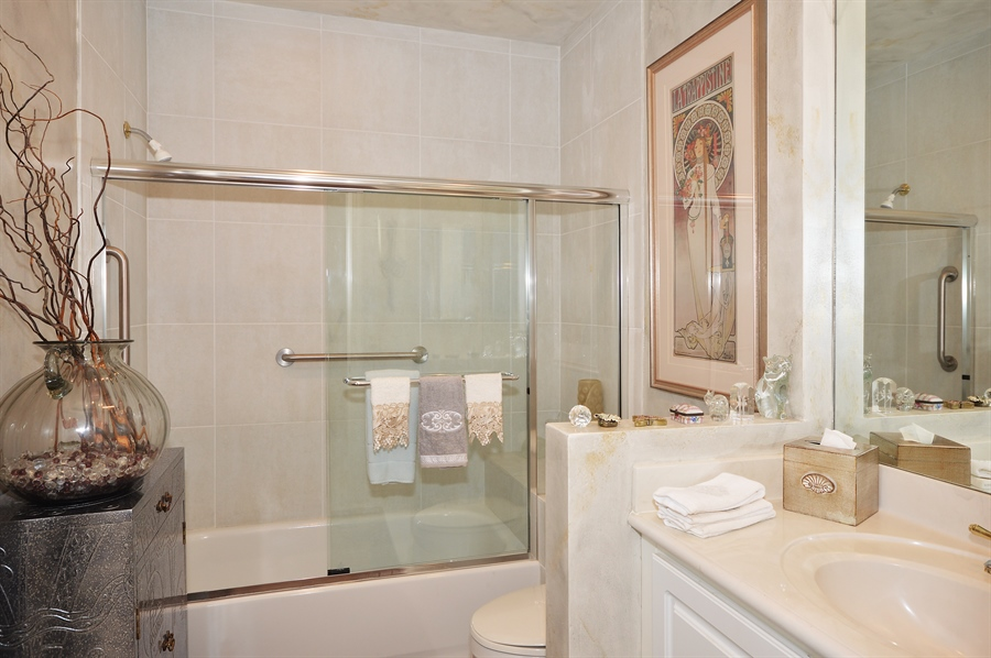 Real Estate Photography - 6190 Island Walk, Unit D, Boca Raton, FL, 33496 - Bathroom