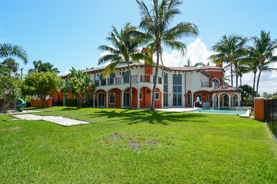 Real Estate Photography - 1645 E Lake Dr, Fort Lauderdale, FL, 33316 - Rear View