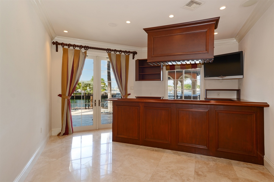 Real Estate Photography - 1645 E Lake Dr, Fort Lauderdale, FL, 33316 - Bar