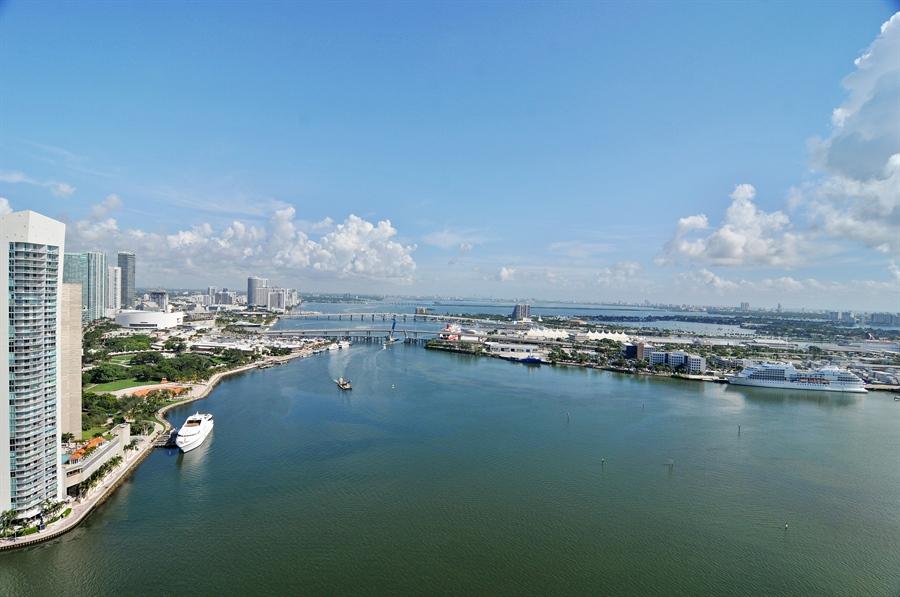 Real Estate Photography - 848 Brickell Key Dr, Unit 3806, Miami, FL, 33131 - Bay View