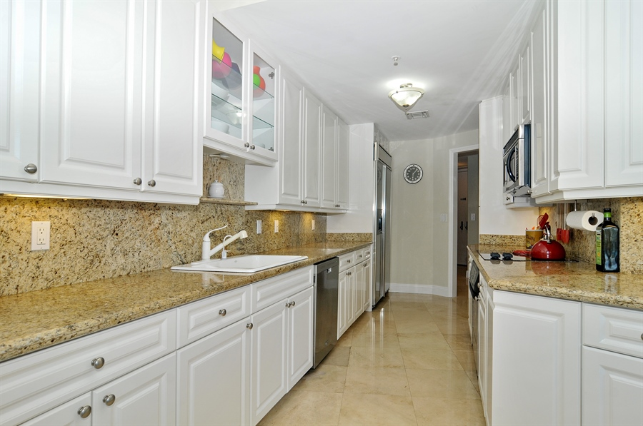 Real Estate Photography - 848 Brickell Key Dr, Unit 3806, Miami, FL, 33131 - Kitchen