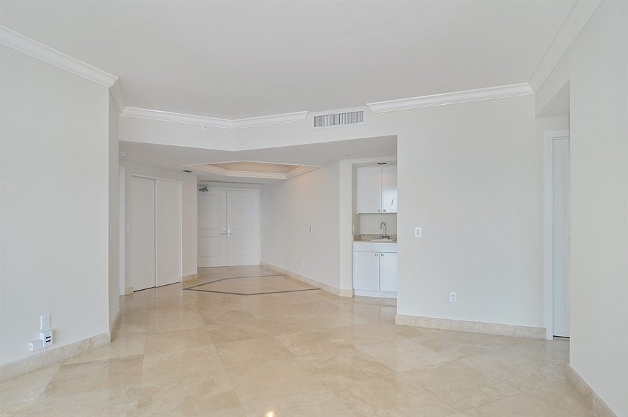 Real Estate Photography - 4775 Collins Ave, Unit 3103, Miami, FL, 33140 - Entryway