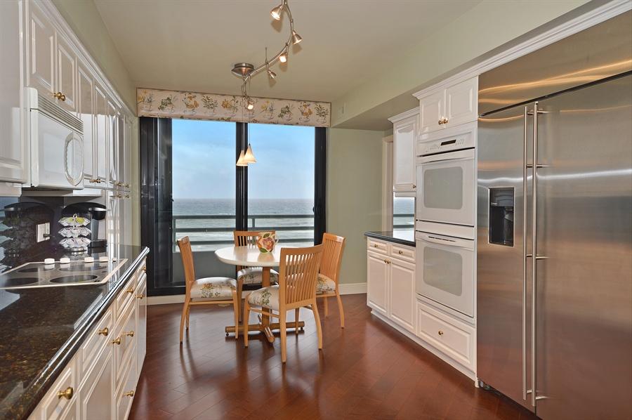 Real Estate Photography - 1400 S Ocean Blvd, N706, Boca Raton, FL, 33432 - Kitchen