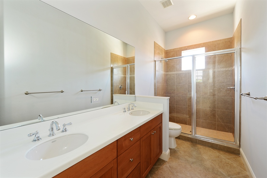 Real Estate Photography - 615 Balibay Rd, Apollo Beach, FL, 33572 - 3rd Bathroom