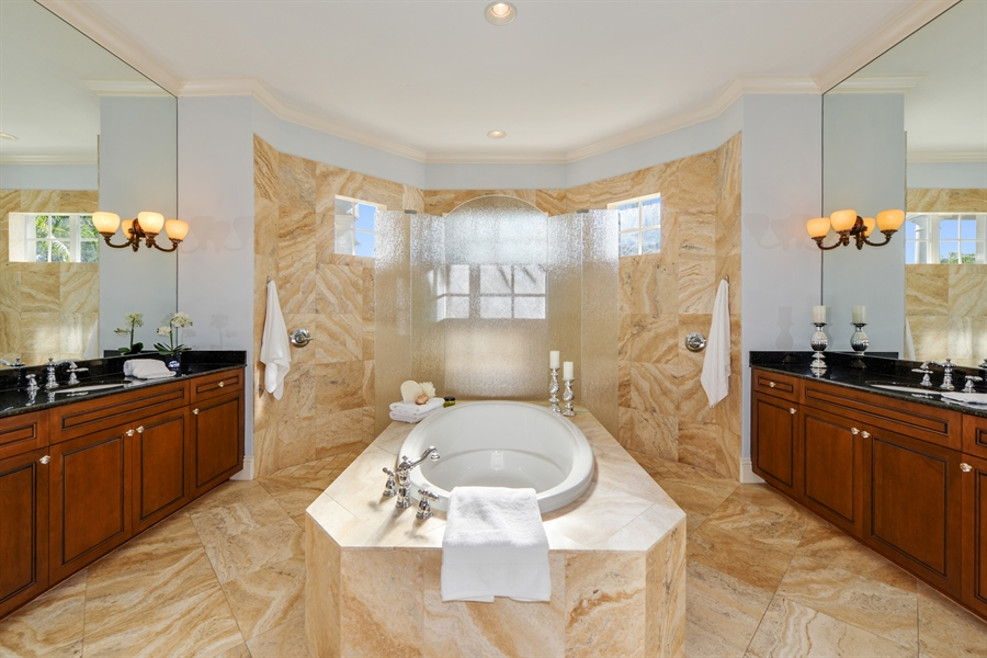 Real Estate Photography - 615 Balibay Rd, Apollo Beach, FL, 33572 - Master Bathroom