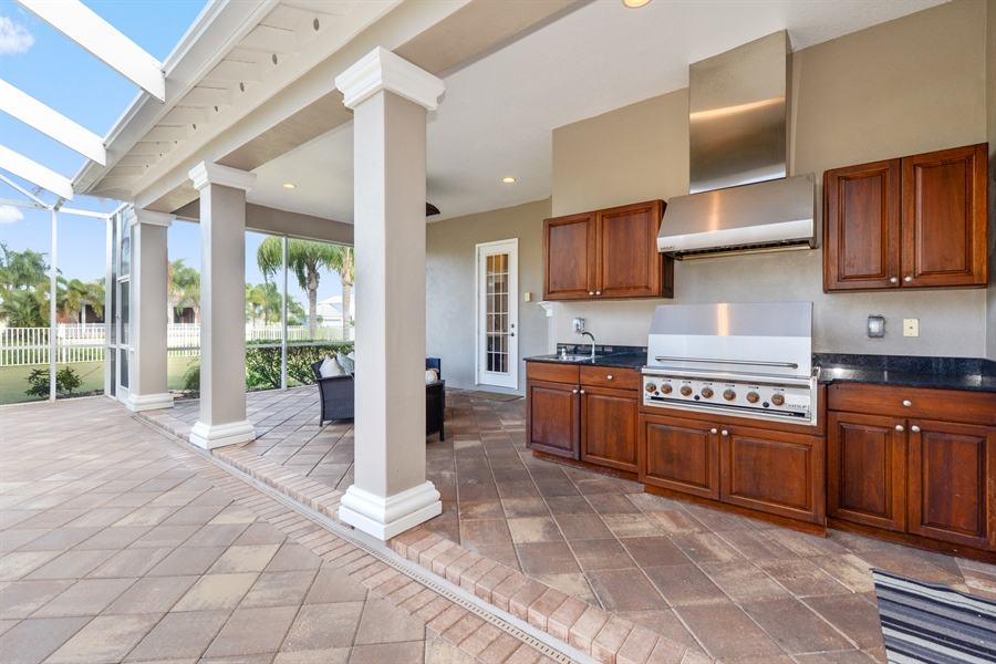 Real Estate Photography - 615 Balibay Rd, Apollo Beach, FL, 33572 - Outdoor Kitchen