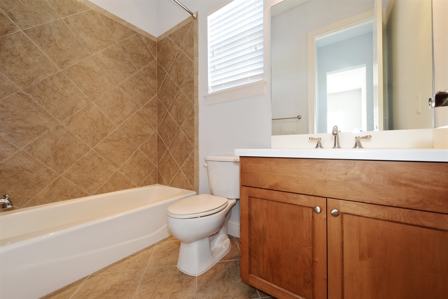 Real Estate Photography - 615 Balibay Rd, Apollo Beach, FL, 33572 - 2nd Bathroom