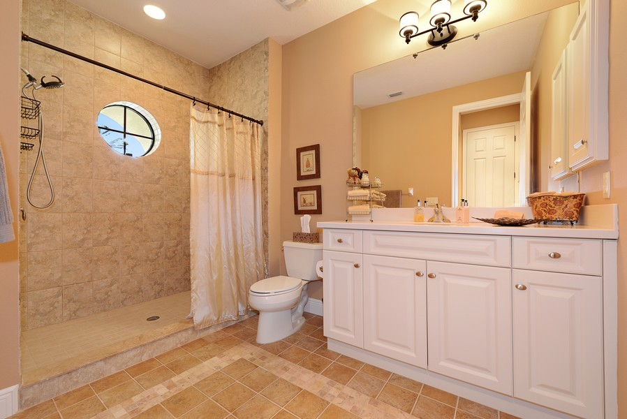 Real Estate Photography - 5417 Tybee Island Dr, Apollo Beach, FL, 33572 - Bath 4