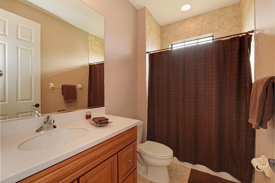 Real Estate Photography - 5417 Tybee Island Dr, Apollo Beach, FL, 33572 - Bath 5