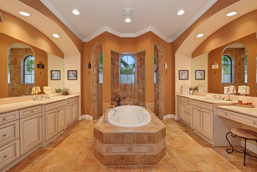 Real Estate Photography - 5417 Tybee Island Dr, Apollo Beach, FL, 33572 - Master Bathroom