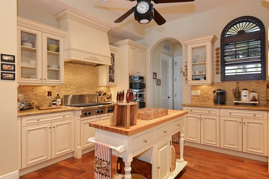 Real Estate Photography - 5417 Tybee Island Dr, Apollo Beach, FL, 33572 - Kitchen