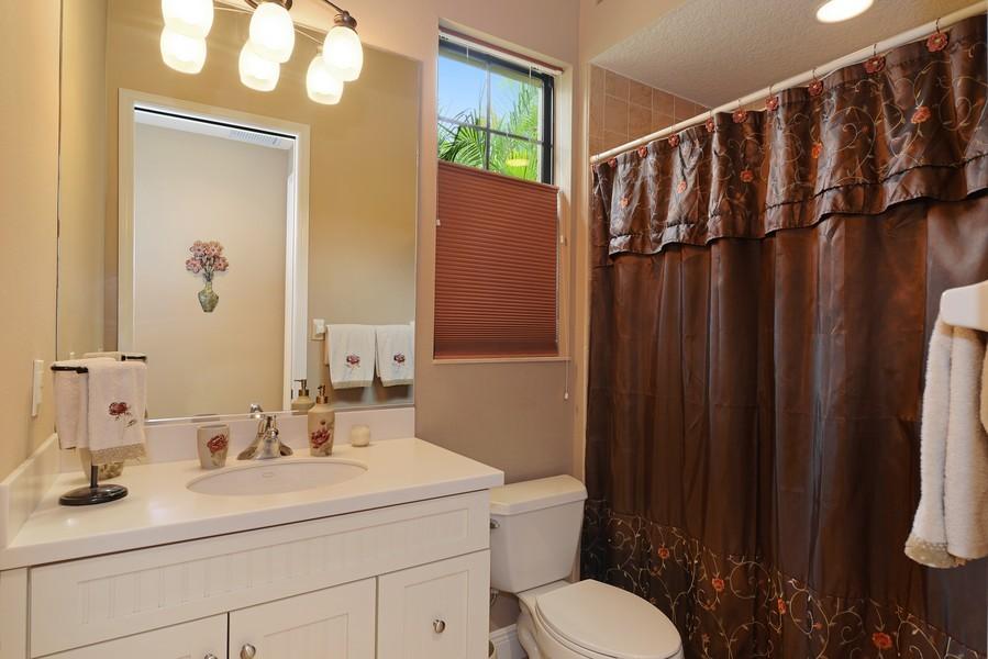 Real Estate Photography - 5417 Tybee Island Dr, Apollo Beach, FL, 33572 - Bath 3