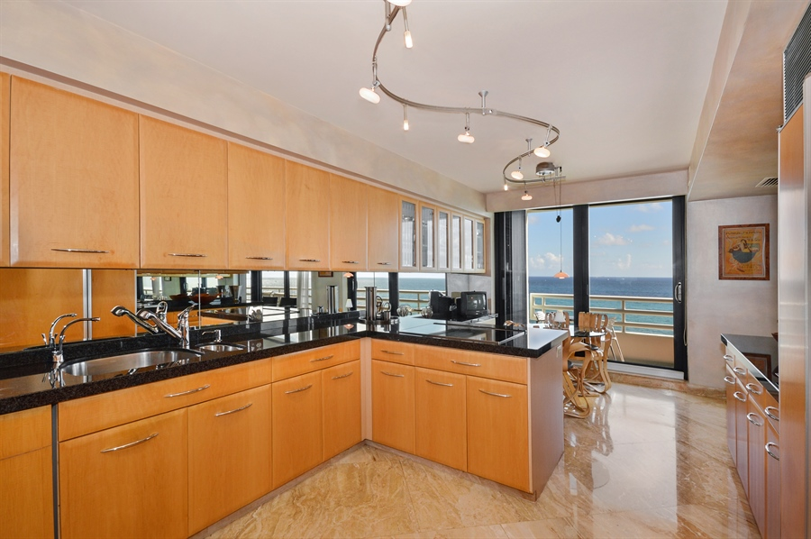 Real Estate Photography - 1500 S Ocean Blvd, Unit S706, Boca Raton, FL, 33432 - Kitchen / Breakfast Room