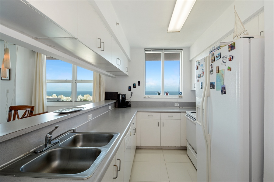 Real Estate Photography - 650 West Ave, Apt 2812, Miami Beach, FL, 33139 - Kitchen