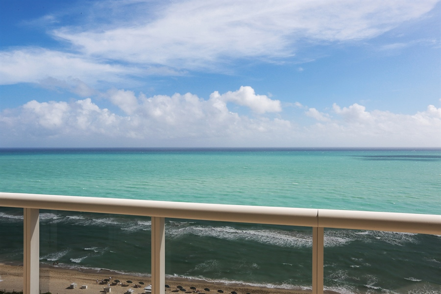 Real Estate Photography - 4775 Collins Ave, Unit 1802, Miami Beach, FL, 33140 - Ocean View