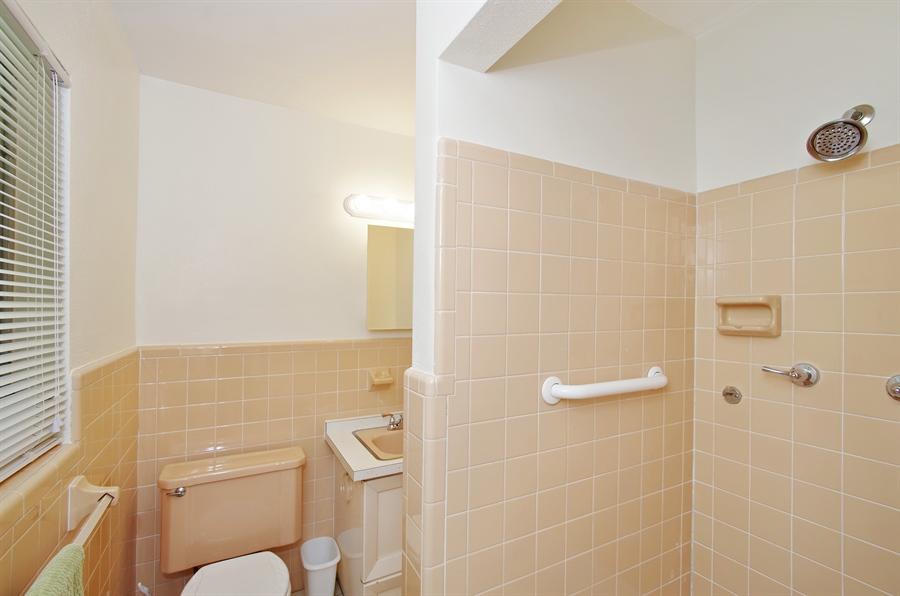 Real Estate Photography - 802 Hampton Way, Merritt Is, FL, 32953 - Master Bathroom