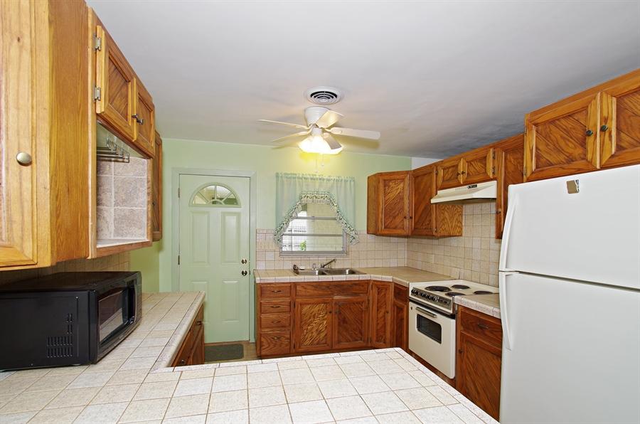 Real Estate Photography - 802 Hampton Way, Merritt Is, FL, 32953 - Kitchen