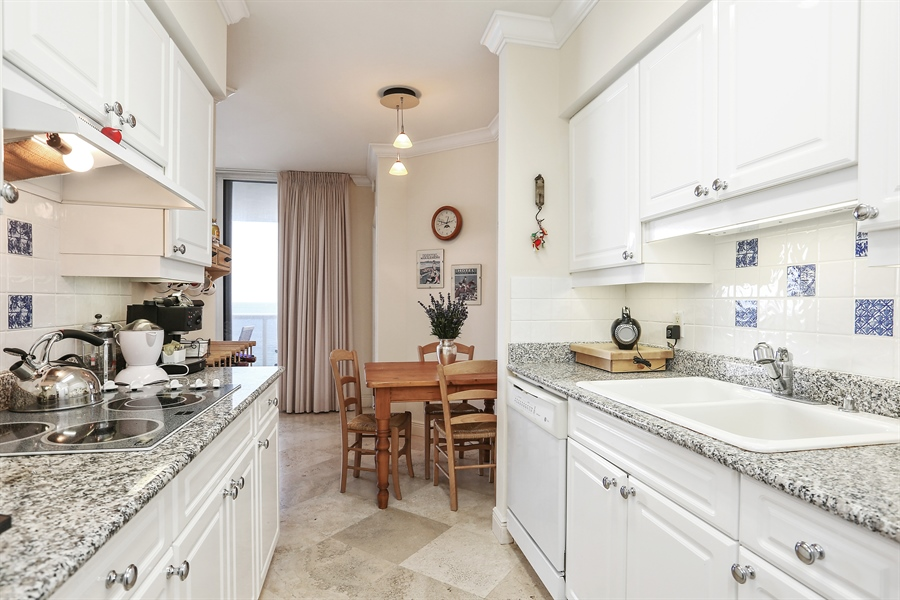 Real Estate Photography - 4779 Collins Ave, 902, Miami Beach, FL, 33140 - Kitchen / Breakfast Room