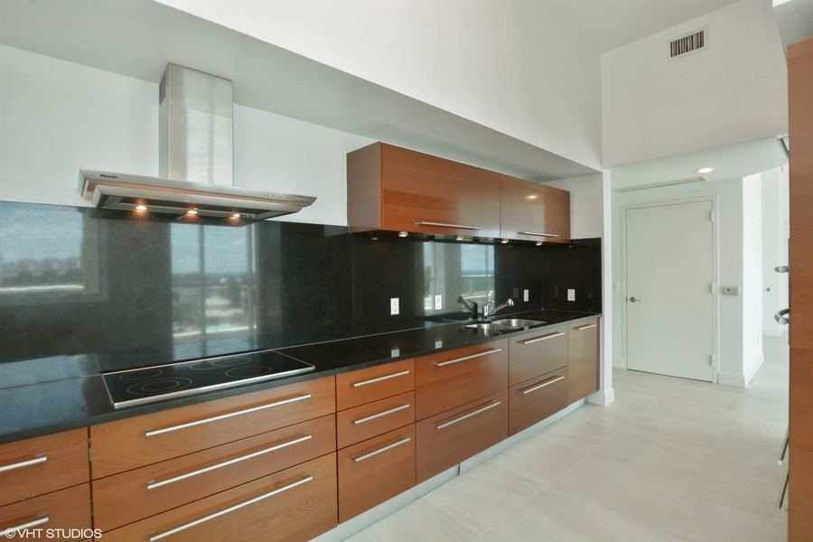 Real Estate Photography - 101 S. FORT LAUDERDALE BEACH BLVD, 607, FORT LAUDERDALE, FL, 33316 - Kitchen