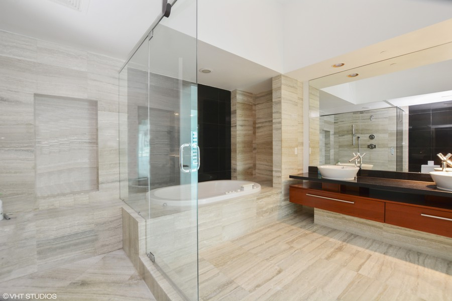 Real Estate Photography - 101 S. FORT LAUDERDALE BEACH BLVD, 607, FORT LAUDERDALE, FL, 33316 - Master Bathroom