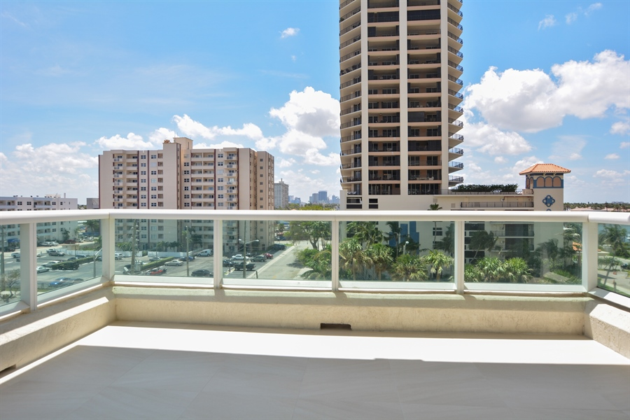 Real Estate Photography - 101 S. FORT LAUDERDALE BEACH BLVD, 607, FORT LAUDERDALE, FL, 33316 - Balcony