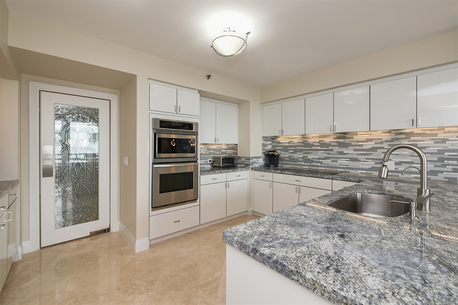 Real Estate Photography - 1500 S Ocean Blvd, Unit S104, Boca Raton, FL, 33432 - Kitchen