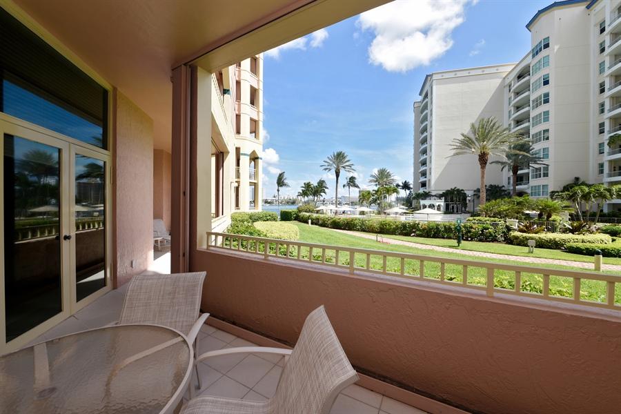 Real Estate Photography - 300 SE 5th Avenue, 1110, Boca Raton, FL, 33432 - Intracoastal View