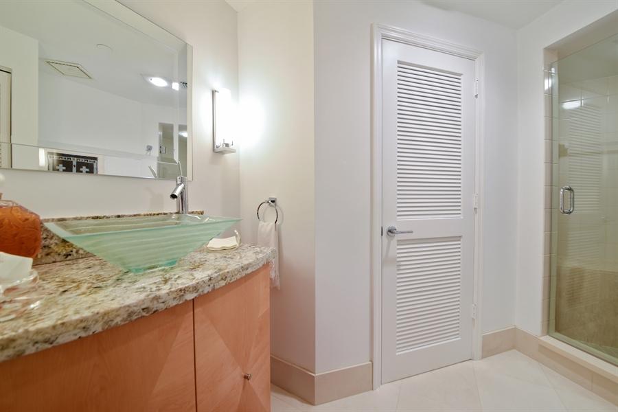 Real Estate Photography - 300 SE 5th Avenue, 1110, Boca Raton, FL, 33432 - 2nd Bathroom