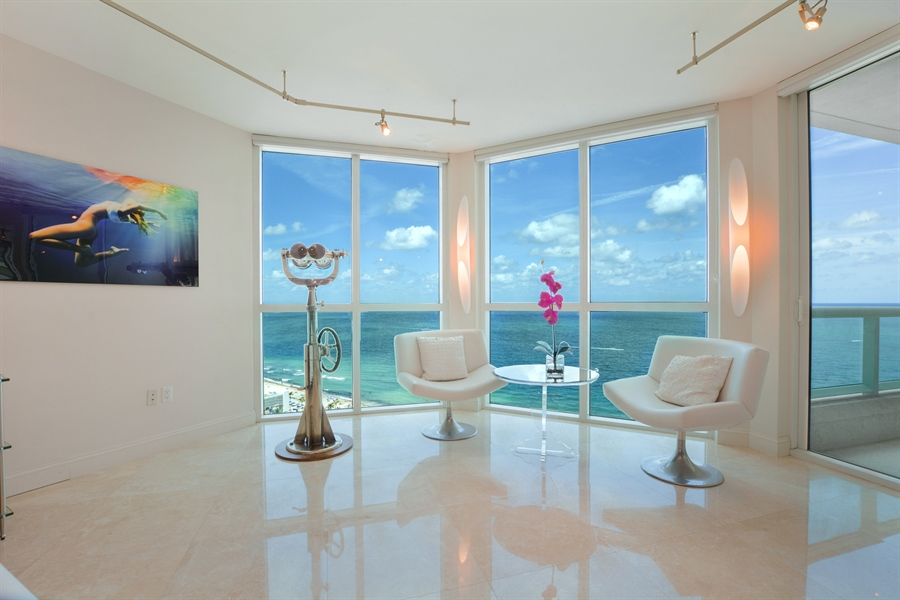 Real Estate Photography - 101 S Fort Lauderdale Beach Blvd, Unit 2002, Fort Lauderdale, FL, 33316 - Family Room